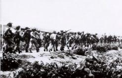 Phân tích tâm trạng của tác giả khi nhớ về miền tây Bắc Bộ và những người đồng đội trong đoạn thơ sau: Sông Mã xa rồi Tây Tiến ơi  …  Mai Châu mùa em thơm nếp xôi.